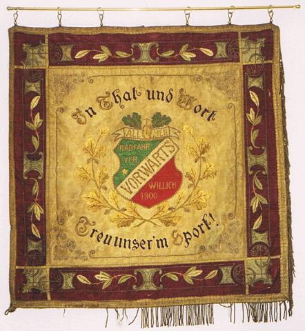 """Traditionsfahne des Radfahrvereins """"Vorwärts"""" 1900 - Vorderseite"""